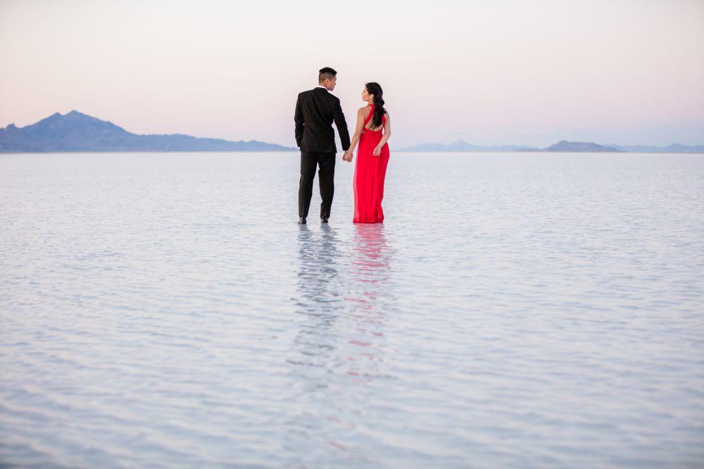 0136-CV-Bonneville-Salt-Flats-Utah-Engagement-Photos