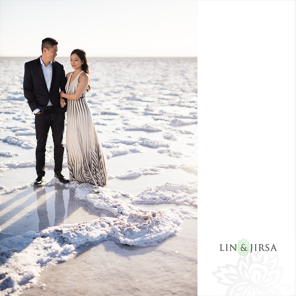 02-Bonneville-Salt-Flats-Utah-Engagement-Photos.jpg