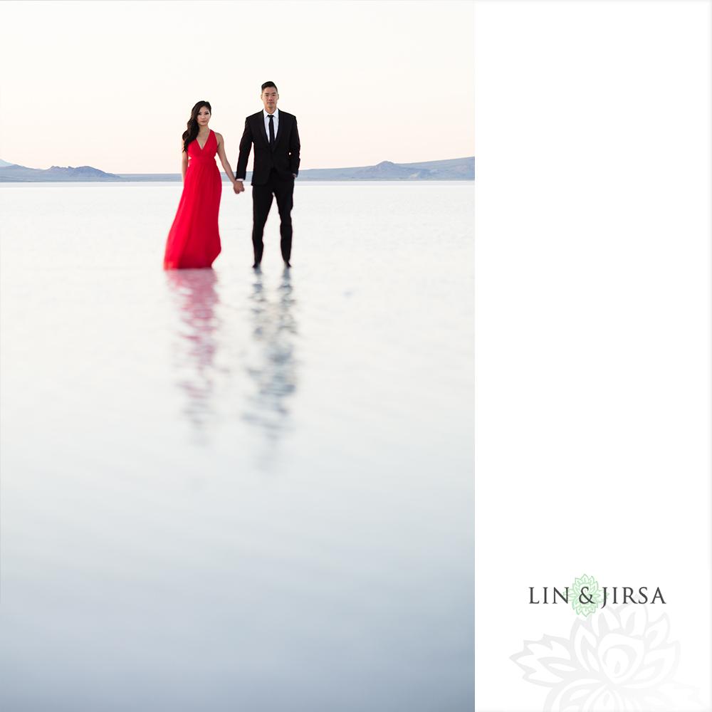 11-Bonneville-Salt-Flats-Utah-Engagement-Photography