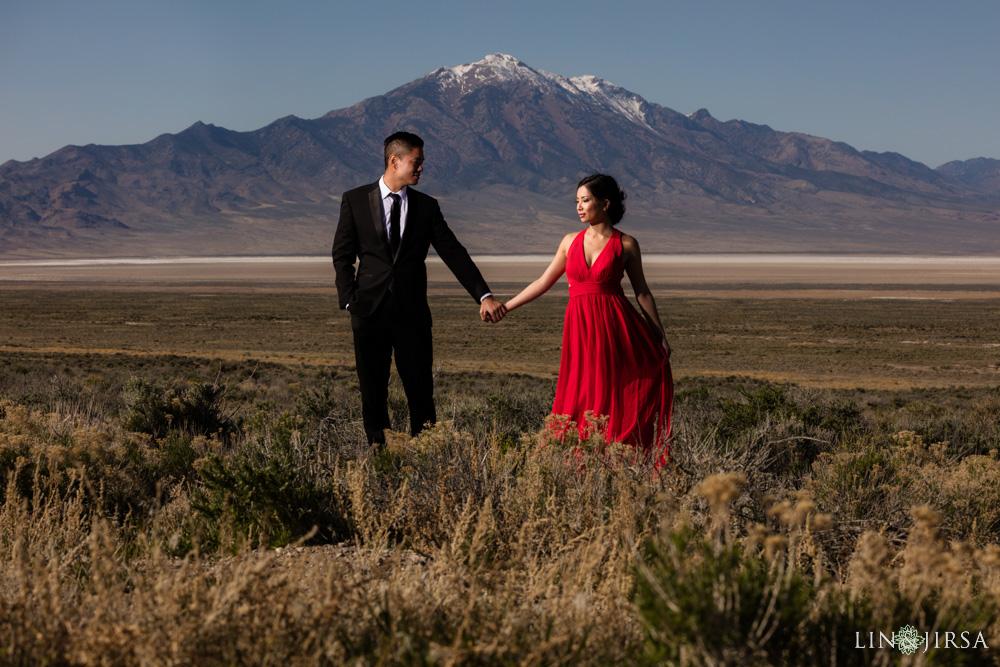 14-Bonneville-Salt-Flats-Engagement