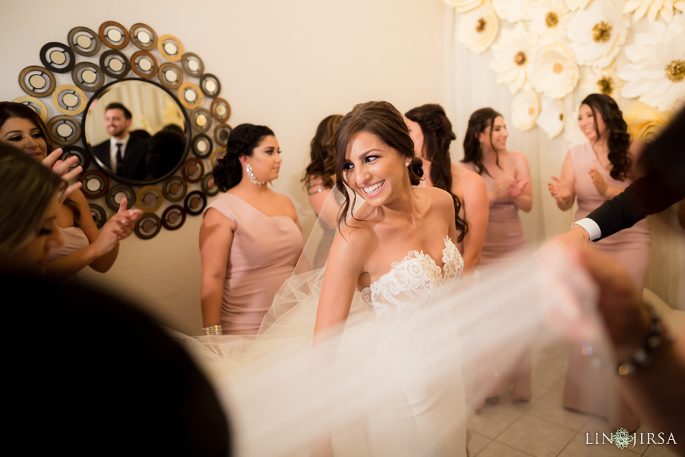 17-renaissance-banquet-hall-glendale-wedding-photography