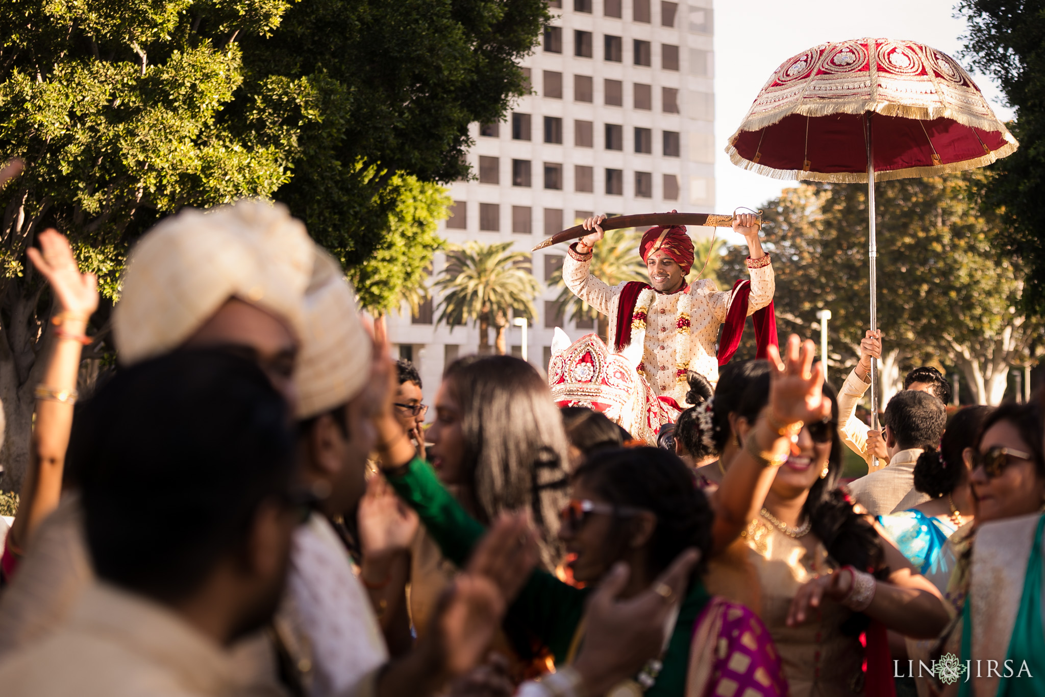 25 hotel irvine indian wedding baraat photography