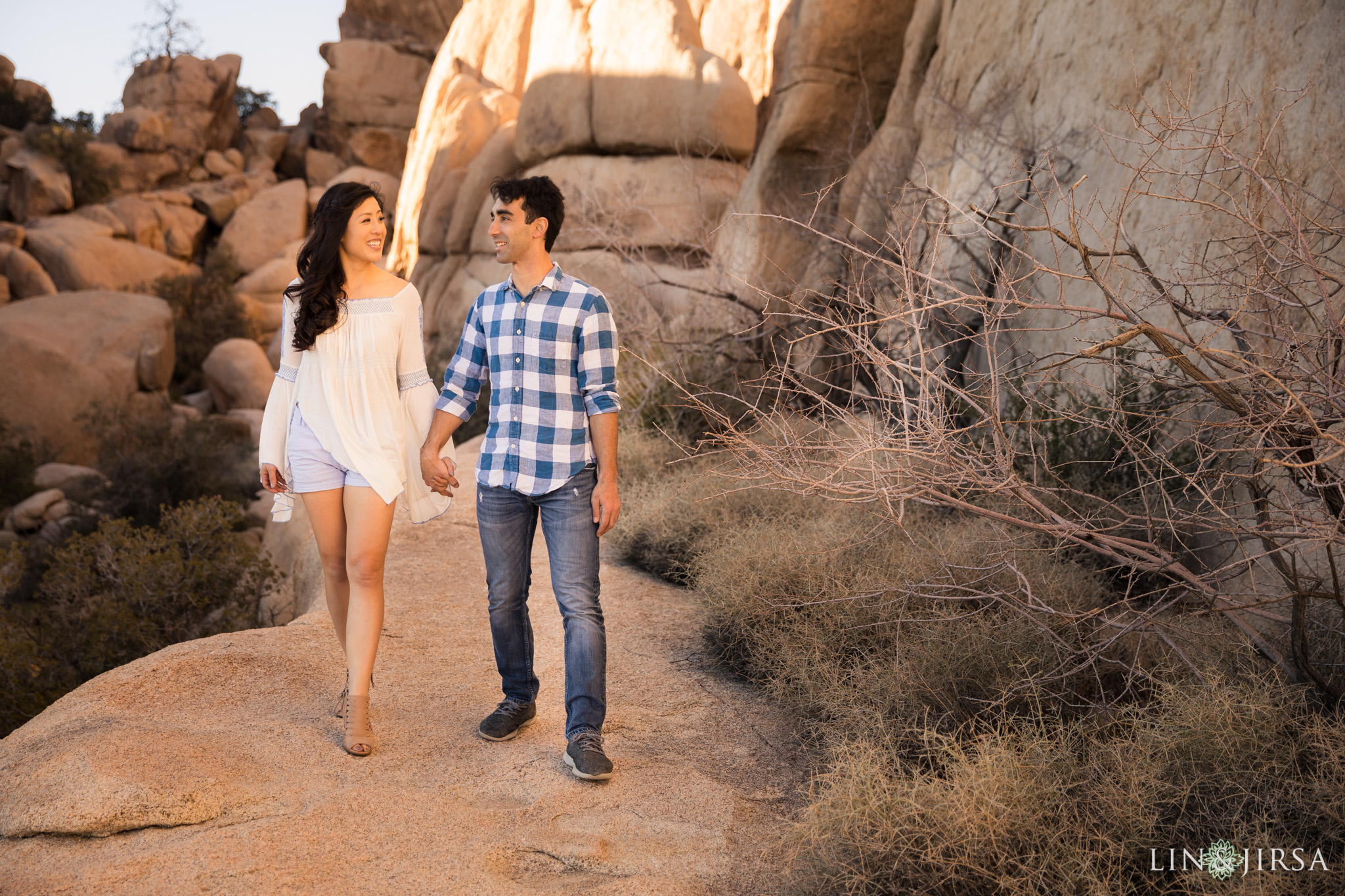 13 joshua tree national park engagement photography