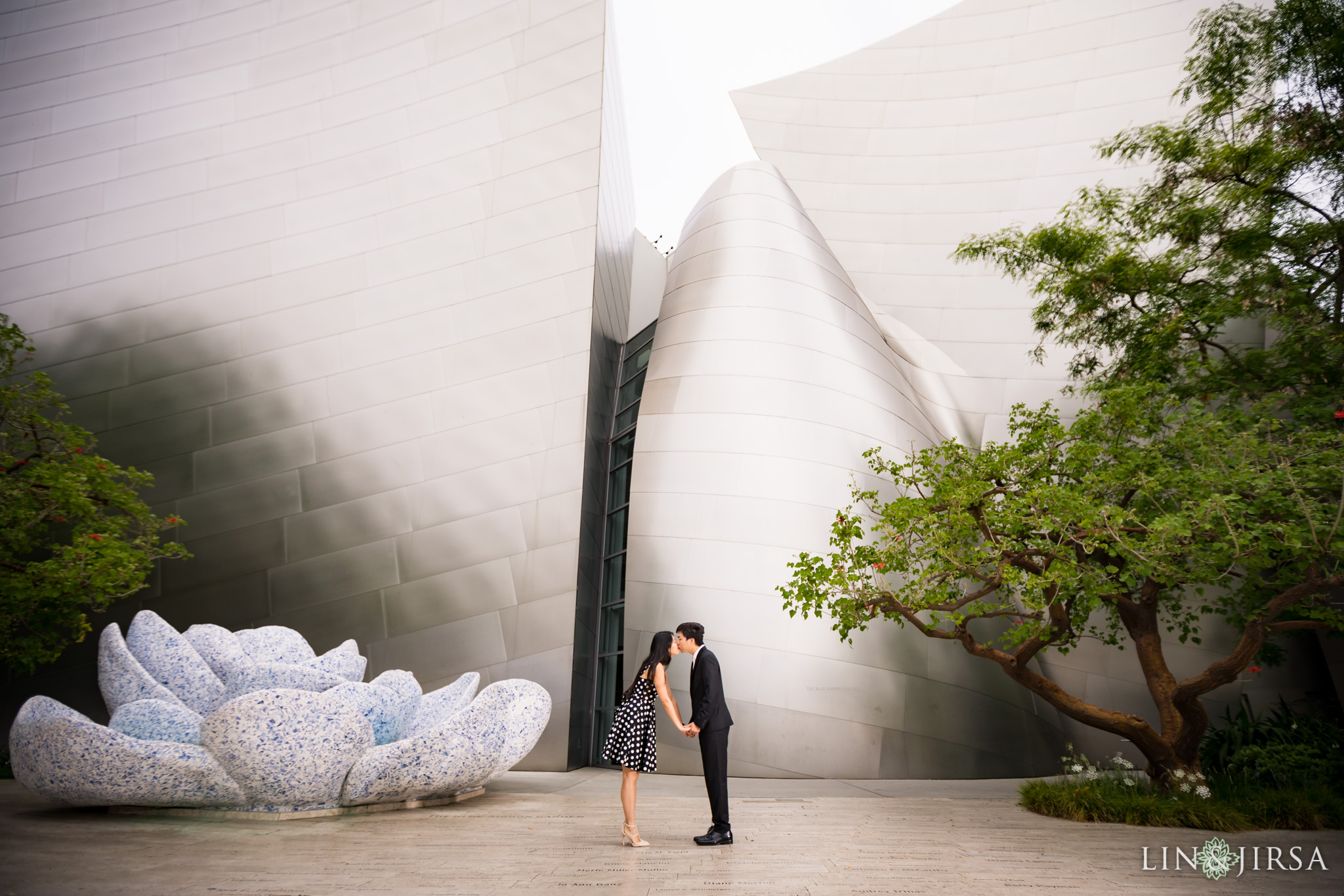 05 walt disney concert hall los angeles engagement photography