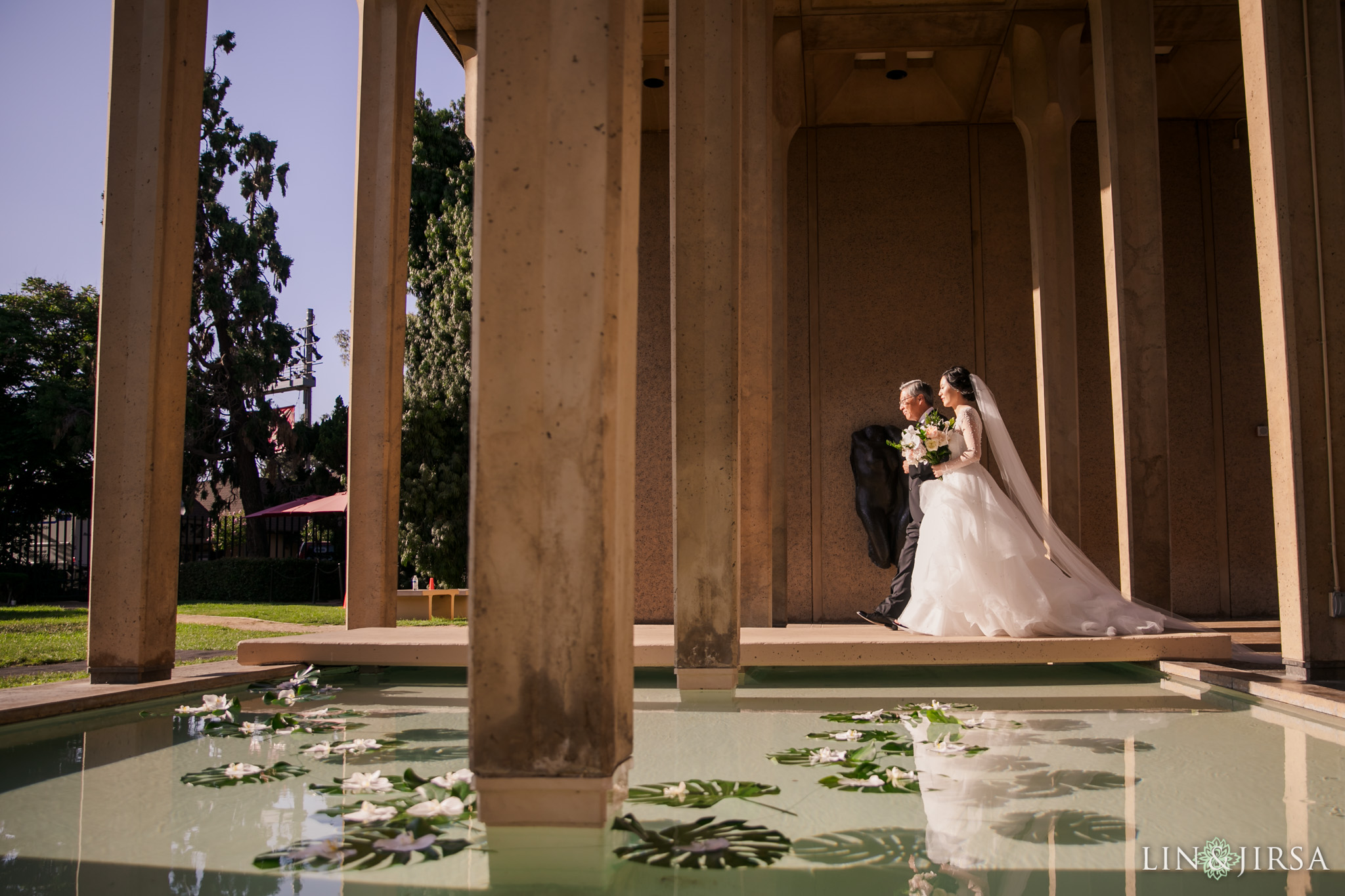 055 museum of art san diego bride entrance wedding ceremony photography