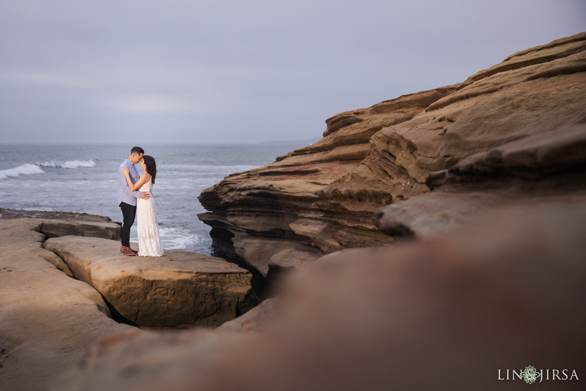 20 san diego beach cliffs engagement photography